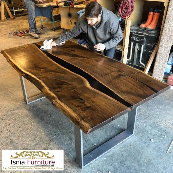 meja-trembesi-kayu-resin-700x700 Meja Trembesi Kaki Besi Untuk Makan Sehari Hari Model Minimalis