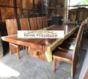 Meja Kayu Besar Trembesi Utuh Untuk Makan Bersama Keluarga