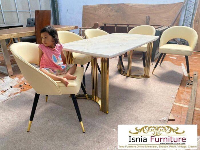 meja-makan-marmer-kaki-stainless-mewah-minimalis-realpect-700x525 Jual Meja Makan Marmer Kaki Stainless Gold Harga Murah Terlaris